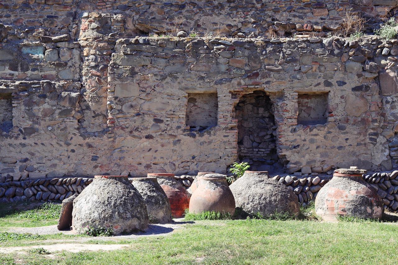 Древние глиняные сосуды