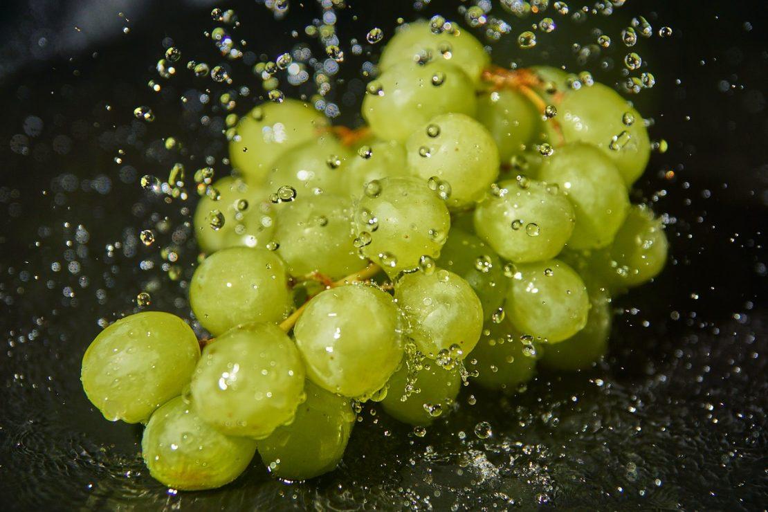 А вы знаете, как правильно мыть виноград?